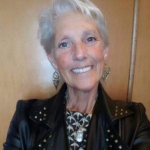 Meet your Posher, Laurie Lee